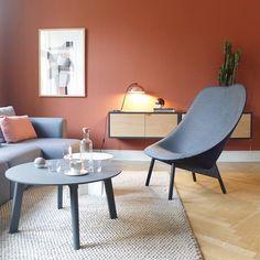 Nydelige Uchiwa Loungechair, med 'Surface by HAY' stoff foran og 'Harald' velour på baksiden. Nye Copenhague Deux sofabord. #Hay #haynorge #copenhaguedeux #uchiwaloungechair #doshilevien