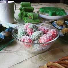 #ondehondeh #nyonyakueh #kuehmueh #baba #babanyonya #peranakan #peranakanfood #malaysianfood #nyonyafood #nyonya #nyonyacuisine #nyonyacooking #nyonyarecipe #malaysia #malaysianfood #straitschinese #malacca #melaka #singapore #heritage #heritagefood #peranakanculture #babanyonyaperanakans Peranakan Food, Nyonya Food, Malaysian Food, Acai Bowl, Singapore, Raspberry, Cakes, Fruit, Breakfast