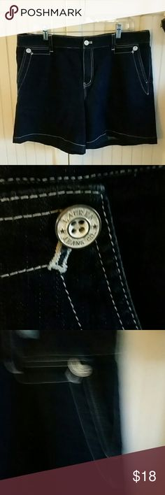 Ralph lauren Lauren Jean Company shorts These jeans shorts has two button front pockets in one button pocket in the back there is no fading to the denim like new they do have some stretch Ralph Lauren Shorts Jean Shorts