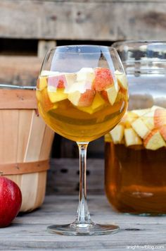 Caramel Apple Sangria - a delicious combination of your favorite flavors for fall in one delicious drink! Diced apples, apple cider, caramel flavor syrup, and white wine. Fall Drinks, Cocktail Drinks, Cocktail Recipes, Alcoholic Drinks, Beverages, Fall Cocktails, Sangria Recipes, Caramel Apple Sangria, Caramel Apples