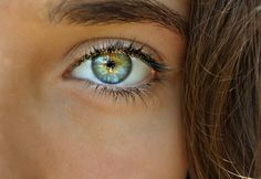 Image discovered by ʀosᴇ. Find images and videos about beauty, blue and eyes on We Heart It - the app to get lost in what you love. Beautiful Eyes Color, Pretty Eyes, Cool Eyes, Colored Eye Contacts, Charming Eyes, Aesthetic Eyes, Magic Eyes, Human Eye, Eye Photography