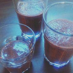 Smoothie met Blauwbessen, pruimen, courgette, lijnzaad en water