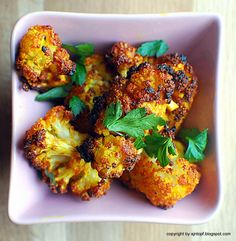 eintopf: Roasted cauliflower with garlic, lemon and smoked paprika (in Polish - you may need a translator! Vegetable Recipes, Vegetarian Recipes, Healthy Recipes, Savoury Recipes, Paprika Recipes, Fast Metabolism Diet, Baked Cauliflower, Creative Food, Healthy Eating