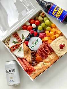 Charcuterie Lunch, Plateau Charcuterie, Charcuterie Recipes, Charcuterie And Cheese Board, Charcuterie Platter, Party Food Platters, Cheese Platters, Graze Box, Appetizer Recipes