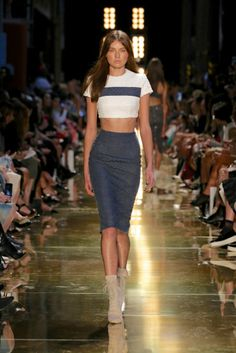 All the runway looks from Alex Perry: Sydney Australian Fashion Shows Spring/Summer Runway Fashion, Fashion Art, Trendy Fashion, Fashion Show, Fashion Styles, Patrick Demarchelier, Alex Perry, Helena Christensen, Mercedes Benz