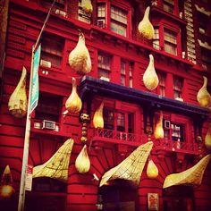 A peculiar fachada do Gershwin Hotel, em Manhattan, maio de 2013