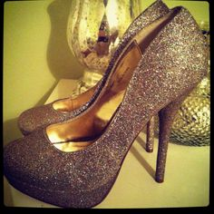 my sparkle pumps Sparkly Pumps, Diy Ideas, Christian Louboutin, Cute Outfits, Sparkle, Style Inspiration, My Style, Heels, Hair