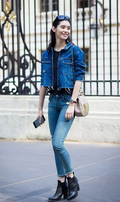 A raw hem denim jacket and cuffed skinny jeans just looks TOO cool.