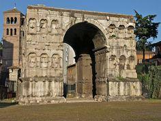 --Arco de Xano-- Este imponente arco de mármore de catro caras estaba probablemente dedicado ó emperador Constantino, s. III d.C. Situado no cruce de camiños no extremo do transitado Forum Boarium, a súa sombra convertiuno en lugar favorito para as discusións de mercaderes e homes de negocios.