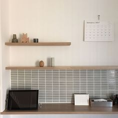 Tile to use partially is wonderful! Featuring stylish interiors with tiles Tiny Pantry, Kitchen Splashback Tiles, Kitchen Pantry Design, Kitchen Ideas, Japanese Interior Design, Small Space Organization, Japanese House, Home Decor Styles, Home Appliances