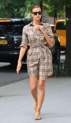 NEW MODEL LOOK Street style outfit ootd fashion style models style beautiful girls Irina Shayk Estilo, Carolina Herrera, Celebrity Outfits, Celebrity Style, Stylish Outfits, Cool Outfits, Summer Outfits, Fuchsia Dress, Look Street Style