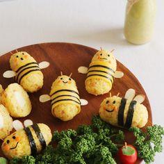 강황을 비롯해 각종 향신료가 들어있는 카레가루는 항산화 기능이 탁월하며 항암 효과가 있는 것으로 알려져 주목을 받고 있지요. 몸에 좋을 뿐만 아니라 식욕을 돋워주는 감칠맛으로 아이들... Bento Recipes, Baby Food Recipes, Food Art Bento, Japanese Food Art, Kawaii Cooking, Vegetable Snacks, Food Art For Kids, Childrens Meals, Food Therapy