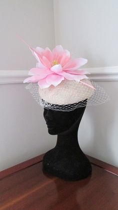 Peony Pink Cream Pillbox by HatCoutureDesigns on Etsy Ascot Ladies Day, Hat Party, Pill Boxes, Kentucky Derby, Headpieces, Peony, Fascinator, Cream, Creative