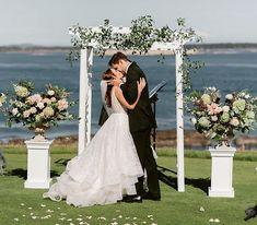 first kiss, victoria golf club wedding, first kiss