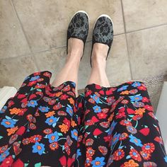 #OOTD #lularoenicoledress with #avon lace sneakers! Soooo comfy. Just hanging…