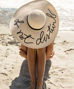 Love Marla Singer – No Limits – Join in the world of pin Marla Singer, Foto Top, Beach Bum, Beach Hats, Mode Inspiration, Mode Style, Summer Of Love, Belle Photo, Sun Hats