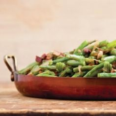 Bacon Braised Green Beans Gearing up for Thanksgiving? Kick it up a notch with these Bacon Braised Green Beans – Das schönste Make-up Thanksgiving Side Dishes, Thanksgiving Recipes, Holiday Recipes, Thanksgiving 2013, Thanksgiving Blessings, Vegetable Side Dishes, Vegetable Recipes, Braised Greens, Food Network Recipes