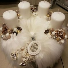 Creating a Rustic Winter Christmas Centerpiece can be easier than you think. Come see these creative ideas for creating your own Rustic Winter Centerpiece! Christmas Advent Wreath, Xmas Wreaths, Cheap Christmas, Christmas Table Decorations, Christmas Candles, Winter Christmas, Christmas Time, Vintage Christmas, Christmas Crafts