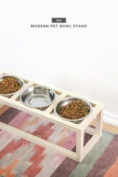 Cat Food Station 19 Brilliant DIY Projects For Pet Food Stations - Whether you have a cat or dog, these great ideas can help minimize the mess of food bowls! Dog Bowl Stand, Food Stands, Animal Projects, Diy Projects, Food Stations, Pet Furniture, Pet Bowls, Diy Stuffed Animals, Cat Food