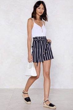 Belted shorts outfits - I Short As Much Striped Shorts Shop Clothes at Nasty Gal – Belted shorts outfits Trendy Summer Outfits, Funky Outfits, Short Outfits, Spring Outfits, Belted Shorts Outfits, Look Fashion, Fashion Outfits, Fashion Edgy, Girl Outfits