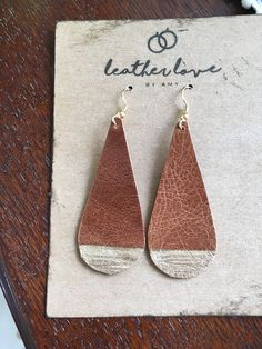 Leather Earrings Gold Dipped Leather Jewelry Making, Handmade Leather Jewelry, Diy Leather Earrings, Diy Earrings, Gold Earrings, Diy Jewelry Rings, Rustic Jewelry, Jewelry Crafts, Diy Jewellery