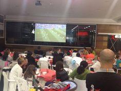 #Cafetería Arena Sport Club con pantalla para retransmisión de eventos deportivos