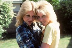 Marie and Cheri Currie Marie Currie, Sandy West, 70s Punk, Lita Ford, Joan Jett, Feathered Hairstyles, Twin Sisters, Work Inspiration, Female Singers