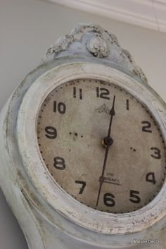 Love the 'old clock' Tutorial on how to apply wax to painted furniture to give it an antique look. Old Clocks, Antique Clocks, Vintage Clocks, Father Time, Swedish Style, French Style, French Country, Time Stood Still, Dark Wax