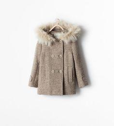Abrigo gris capucha pelo zara