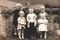 HUTCHISON FAMILY GROUP LOCHGELLY, SCOTLAND.