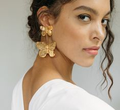 Brass Jewelry, Ear Jewelry, Photo Jewelry, Minimal Jewelry, Modern Jewelry, Septum Piercing Jewelry, Woman In Gold, Outfit Shop, Gold Outfit
