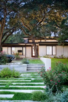 Inside a mid-century home reimagined with stunning details on Lake Austin #house #landsccape