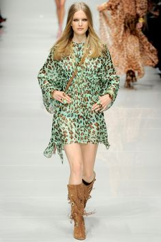 Blumarine Spring 2011 Ready-to-Wear Fashion Show - Mirte Maas