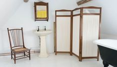 Use screen like this between toilet and tub? Durslade Farmhouse Attic Bedroom | Remodelista