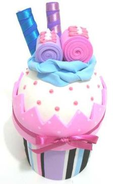 Foamie Cupcake Inspiration * No instructions available Handmade Crafts, Diy And Crafts, Crafts For Kids, Cupcake Crafts, Crazy Hats, Fondant Toppers, Foam Crafts, Felt Fabric, Pretty Pastel