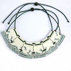 Crockery. Necklace by Julie Decubber -  http://www.juliedecubber.com/faience/item/16-collier-colerette