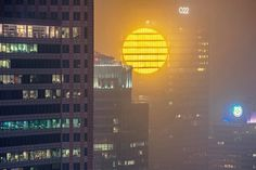 The developers behind a new tower rising in downtown Warsaw, Poland, have added a sunny surprise to the side of the building, aiming to brighten the moods of citizens during dark and cold months of… Artificial Sunlight, Facade Lighting, Ex Machina, Sci Fi Movies, Blade Runner, Postmodernism, The Ordinary, Light Up, Light Beam