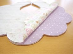 Baby Bib Tutorial, Japanese Fabric, Baby Sewing, Baby Bibs, Handicraft, Sewing Projects, Applique, Knitting, Children