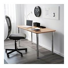 IKEA - HILVER / GERTON, Table, , Surface constituée de bambou, un matériau solide, renouvelable et durable.Vous pouvez monter le plateau à la hauteur désirée car les pieds sont réglables entre 67 et 107 cm.Trous pré-percés pour faciliter le montage de pieds.La table peut être déplacée facilement grâce aux pieds en plastique qui ne rayent pas le sol.