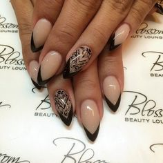 Beautiful nude manicures to wear at the office