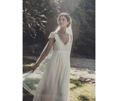 Les robes de mariée Laure de Sagazan à l'espace Maria Luisa Mariage du Printemps http://www.vogue.fr/mariage/adresses/diaporama/laure-de-sagazan-collection-robes-de-mariee-2015-printemps/20628/image/1104034#!3