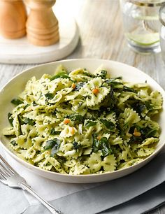 Pasta Salad with Spinach & Pine Kernels (Serves pasta salad with spinach and pine nuts in a pesto dressing Marks and Spencer Baby Food Recipes, Pasta Recipes, Salad Recipes, Healthy Recipes, Buffet Recipes, Pasta Salad With Spinach, Pesto Pasta Salad, Wedding Buffet Food, Lunch Buffet
