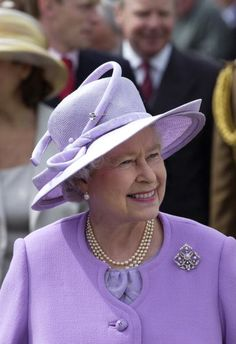 Queen Elizabeth, 2002. What a nice design for the Queen Mother hat.