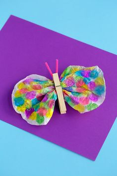 In this post, learn how to make a classic coffee filter butterfly craft with. It's the perfect easy craft for summer! How to Make a Classic Coffee Filter Butterfly Craft Last summer, my kids and I Arts And Crafts For Kids Easy, Recycled Crafts Kids, Diy For Kids, Toddler Crafts, Preschool Crafts, Kid Crafts, Toddler Games, Preschool Activities, Summer Crafts