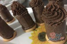 Likérové špičky - fotopostup | NejRecept.cz Napkin Rings, Cupcakes, Food, Author, Powdered Milk, Cacao Powder, Top Recipes, Cool Desserts, Cake Shop