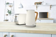 Swan A recognisably Scandi inspired collection, the Nordic range utilises the soft wooden textures and neutral colours of Sweden, Norway, Denmark and Finland to truly transport the taste of Scandinavia to your home. Nordic Design, Nordic Style, Small Appliances, Kitchen Appliances, Kitchens, Kitchen Stove, Modern Kettles, Kettle And Toaster Set, Wooden Textures