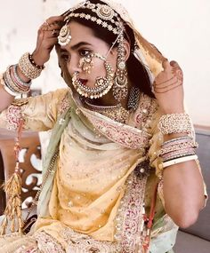 Every bride's dream is to rock her bridal look. And, that can happen when you know your bridal jewelry to compliment your bridal lehenga. Indian Bridal Outfits, Indian Wedding Jewelry, Indian Dresses, Indian Jewelry, Royal Jewelry, Indian Clothes, Rajasthani Bride, Rajasthani Dress, Desi Wedding