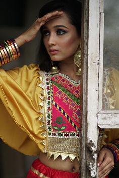 Afghan Clothes, Afghan Dresses, Choli Designs, Blouse Designs, Blouse Patterns, Indian Attire, Indian Outfits, Indian Clothes, Choli Dress