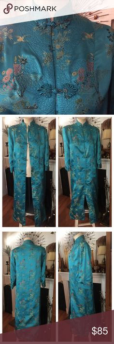 """Vintage Oriental Kimono Robe PEONY BRAND SHANGHAI Spectacular PEONY BRAND SHANGHAI CHINA Mandarin Collar Oriental Kimono Robe in a vibrant turquoise w/gorgeous garden scenes, frog knot buttons, two side pockets/bottom slits. Size S. Measures pit to pit buttoned/flat 19""""; hips 20-1/2""""; from shoulder to bottom hem 46"""" as currently pinned up/ironed (hem can be let down additional 8-1/4""""); 3/4 Sleeves 18"""". In excellent preowned vintage condition showing a faint splash of water? on the inside…"""