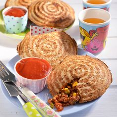 The Mince Jaffels make a tasty meal, without the fuss. Mince Recipes, Beef Recipes, Snack Recipes, Snacks, Recipies, Healthy Recipes, Savoury Mince, Savoury Dishes, Mince Meat